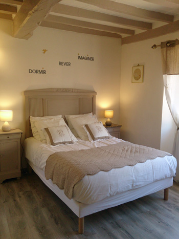 Romantic guest rooms and evening meal in brgundy sens yonne for Chambre de nuit romantique